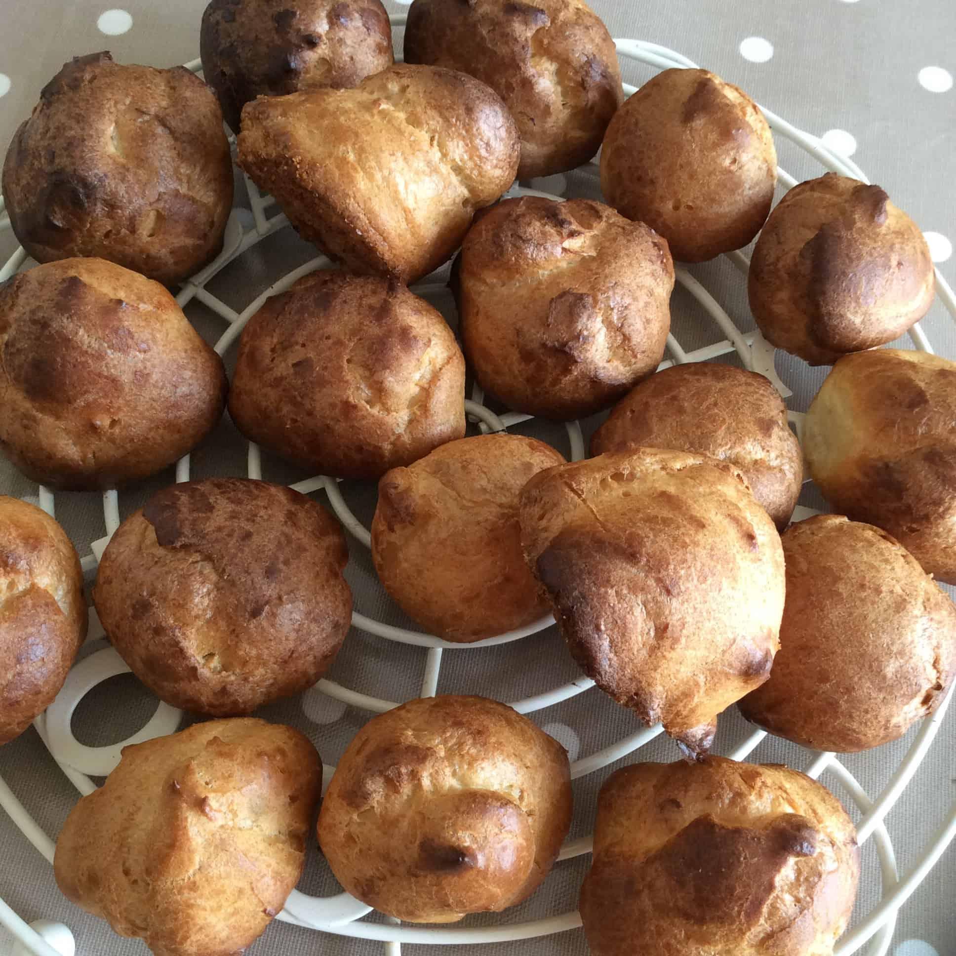 Lemon curd choux buns