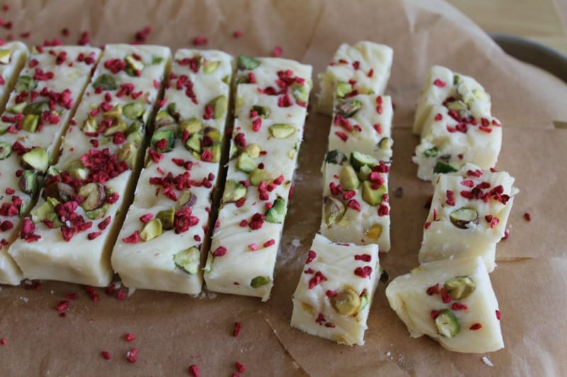 White chocolate, pistachio and raspberry fudge - BakingQueen74