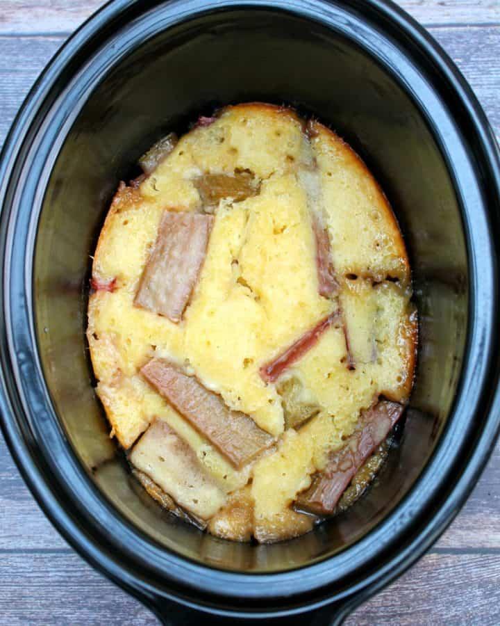 Slow cooker rhubarb cobbler