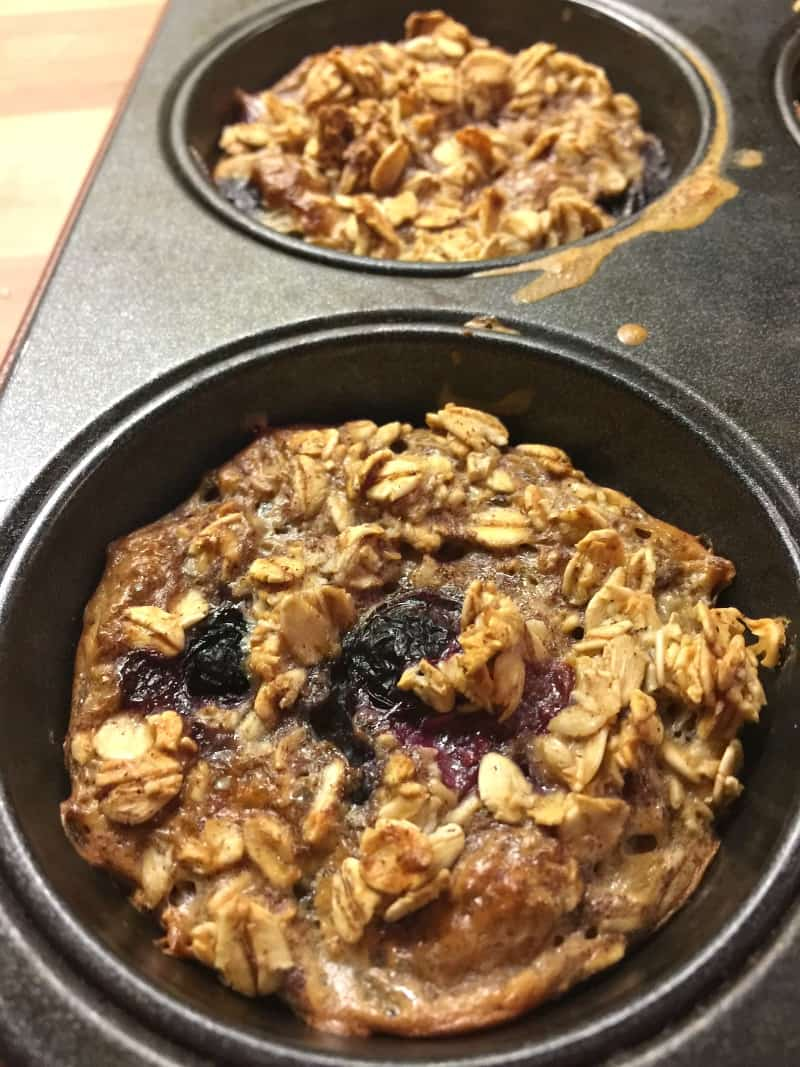 Mini baked oats with blueberries and cinnamon