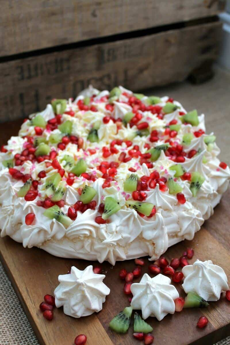 2016 GBBO bakes - Pomegranate and kiwi crown pavlova
