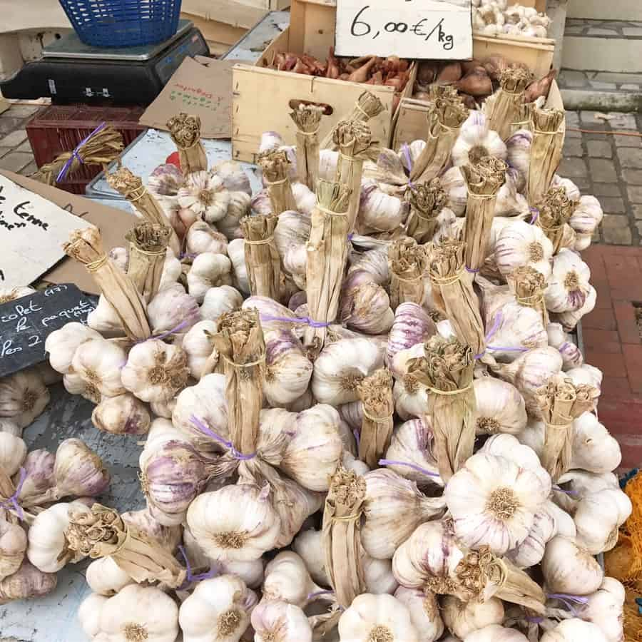 garlic in the market