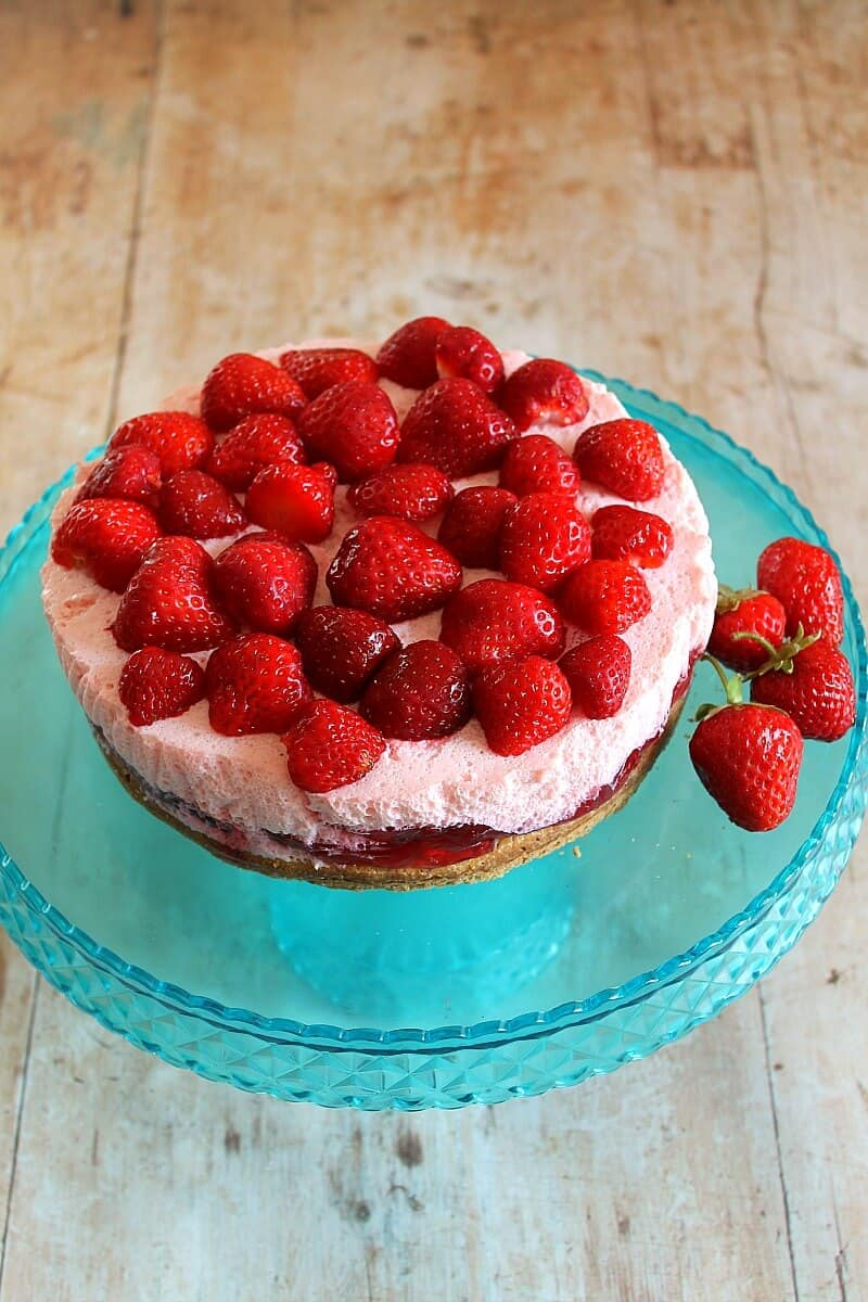 Strawberry mousse cake recipe - an easy but impressive dessert full of summer's finest strawberries