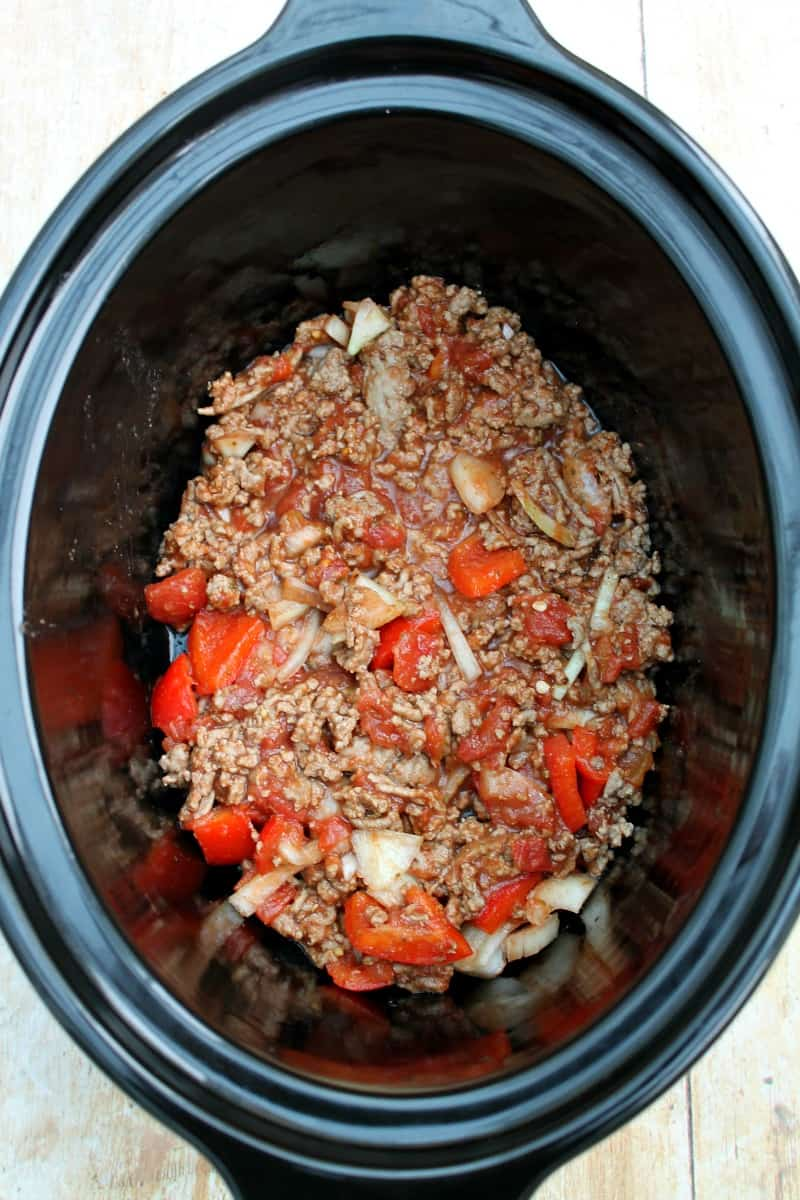 Assembling slow cooker pastitsio - first layer