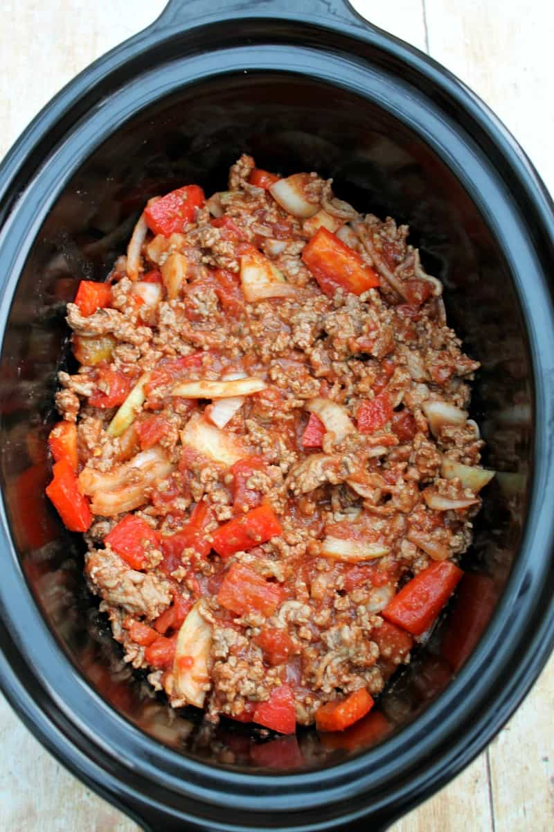 Assembling slow cooker pastitsio - adding the rest of the meat sauce