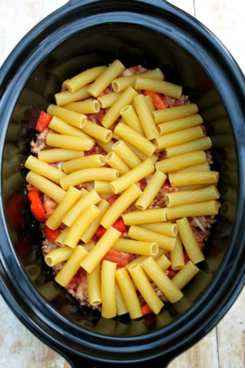 Assembling slow cooker pastitsio - adding the rest of the pasta