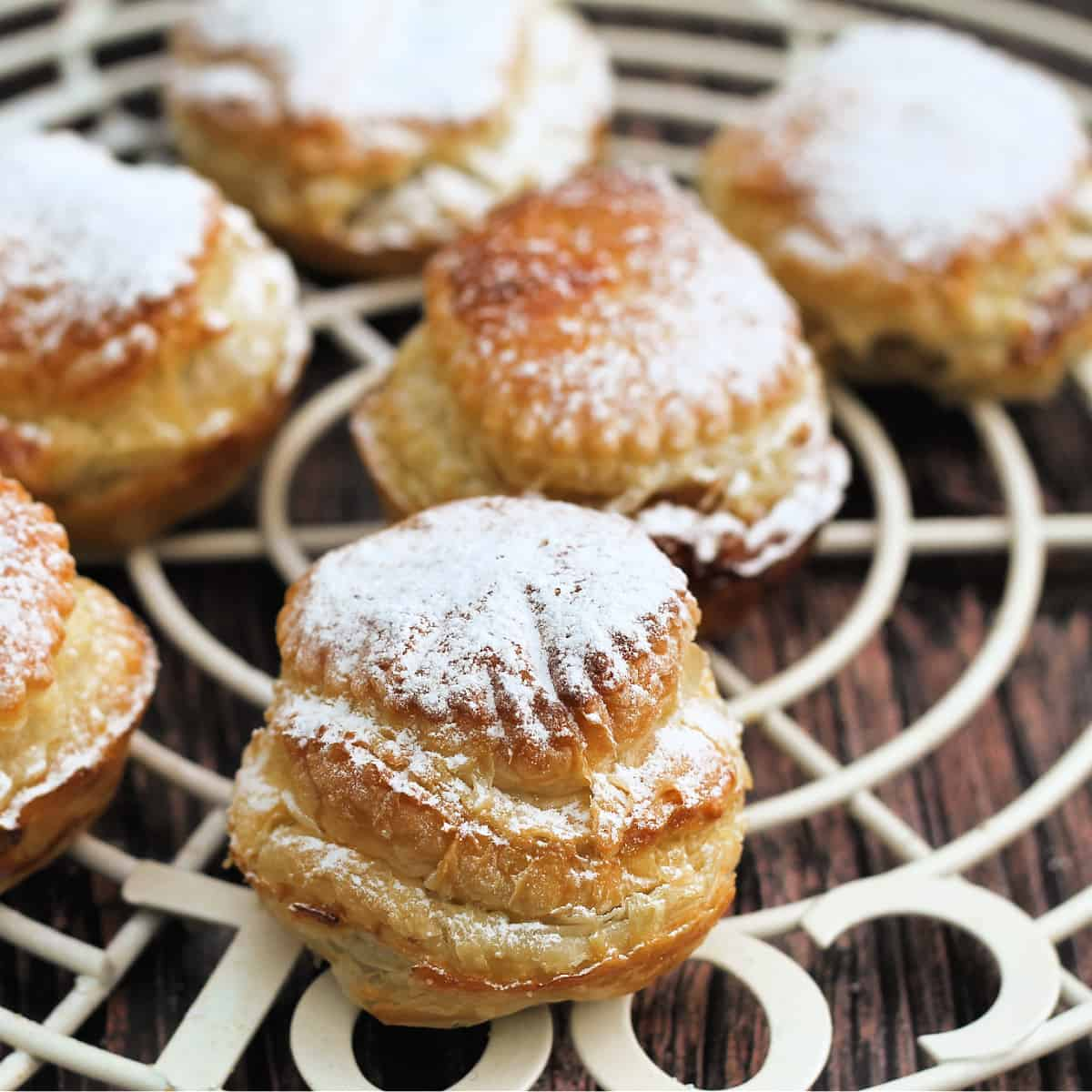 Close up of mince pies dusted with icing sugar.