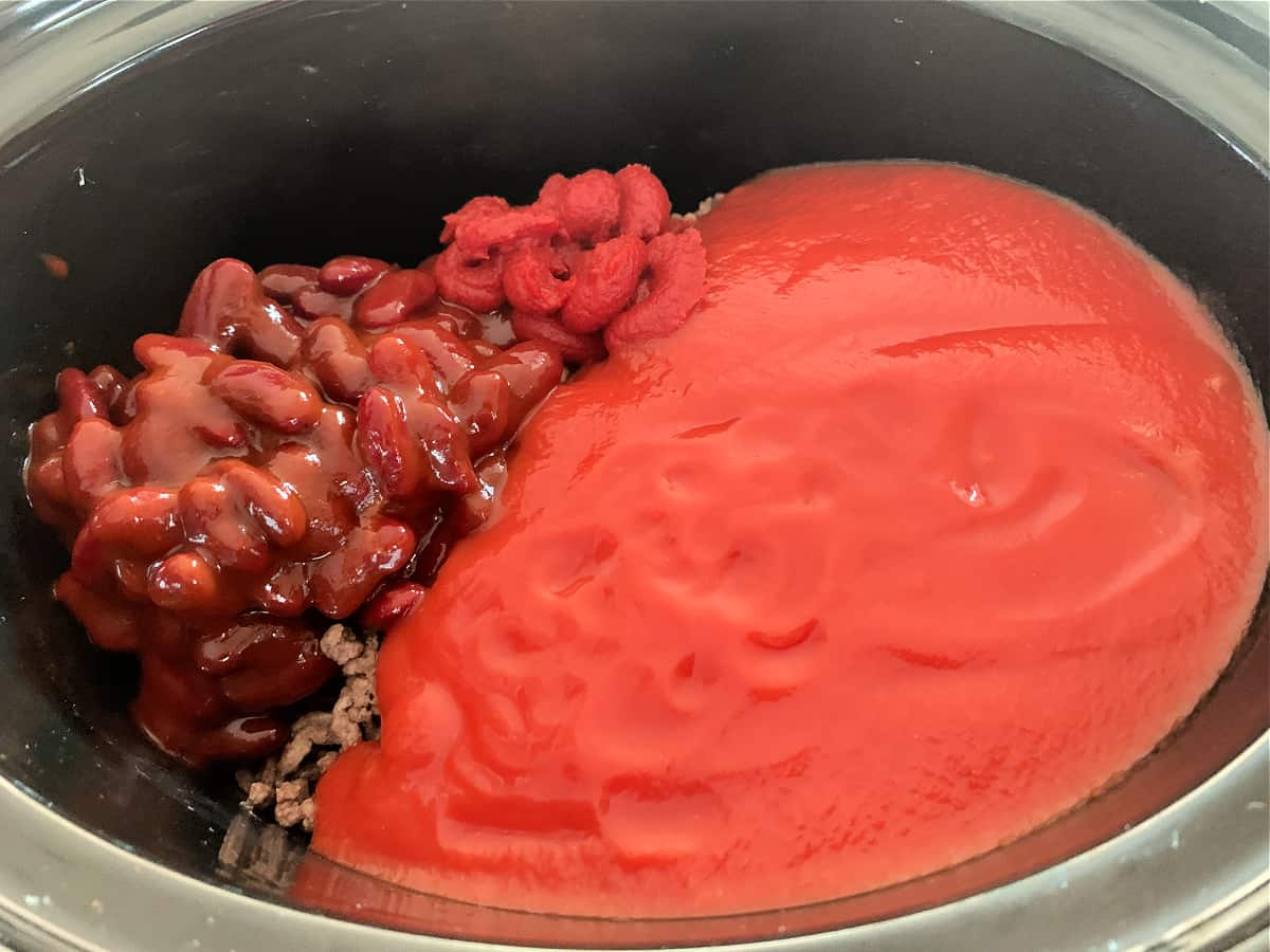 Ingredients for chilli in slow cooker pot.